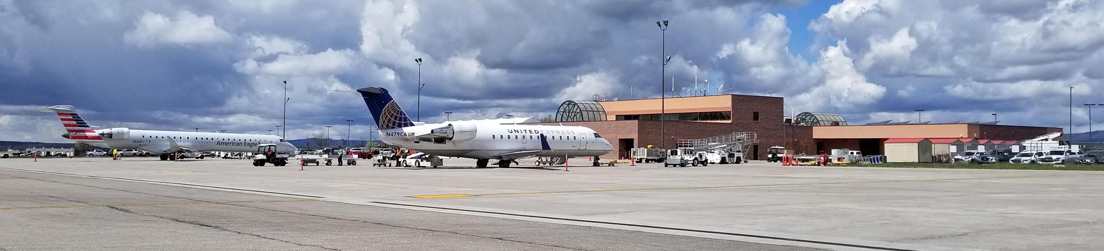 20190501 American and United jets on apron next to DRO terminal building